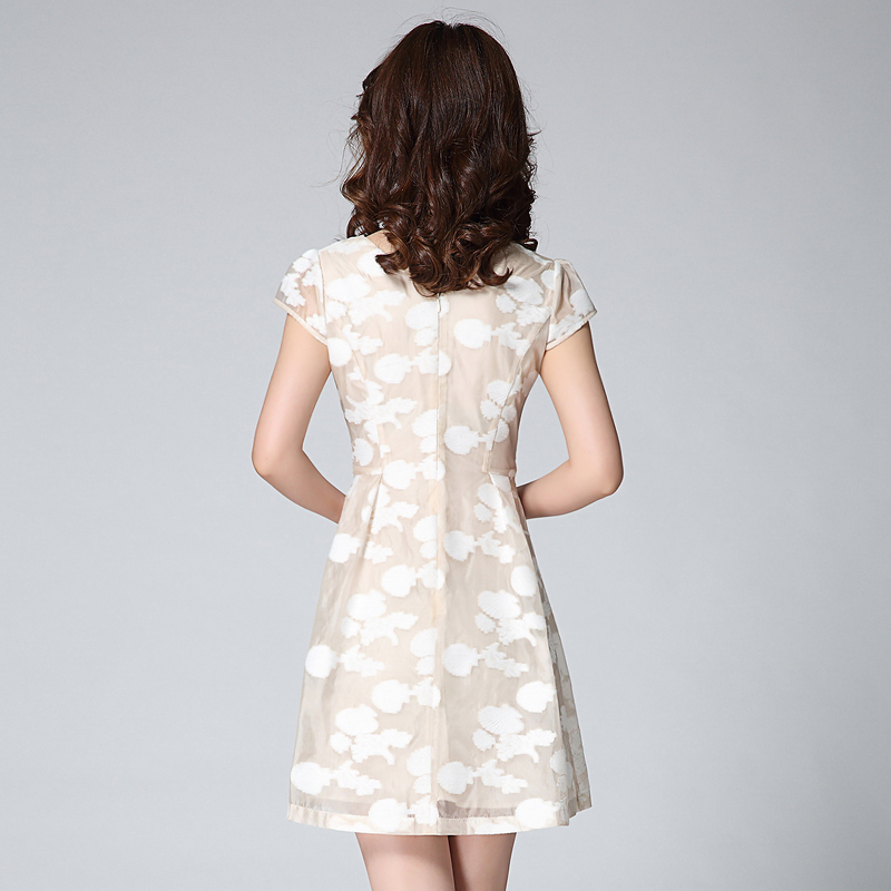 新款欧根纱立体花朵刺绣v领大摆短袖连衣裙